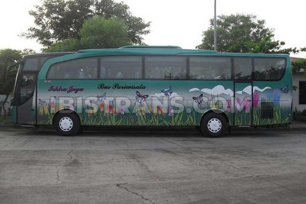 ibistrans.com foto sewa bus pariwisata Ichtra Jaya big 59 seat