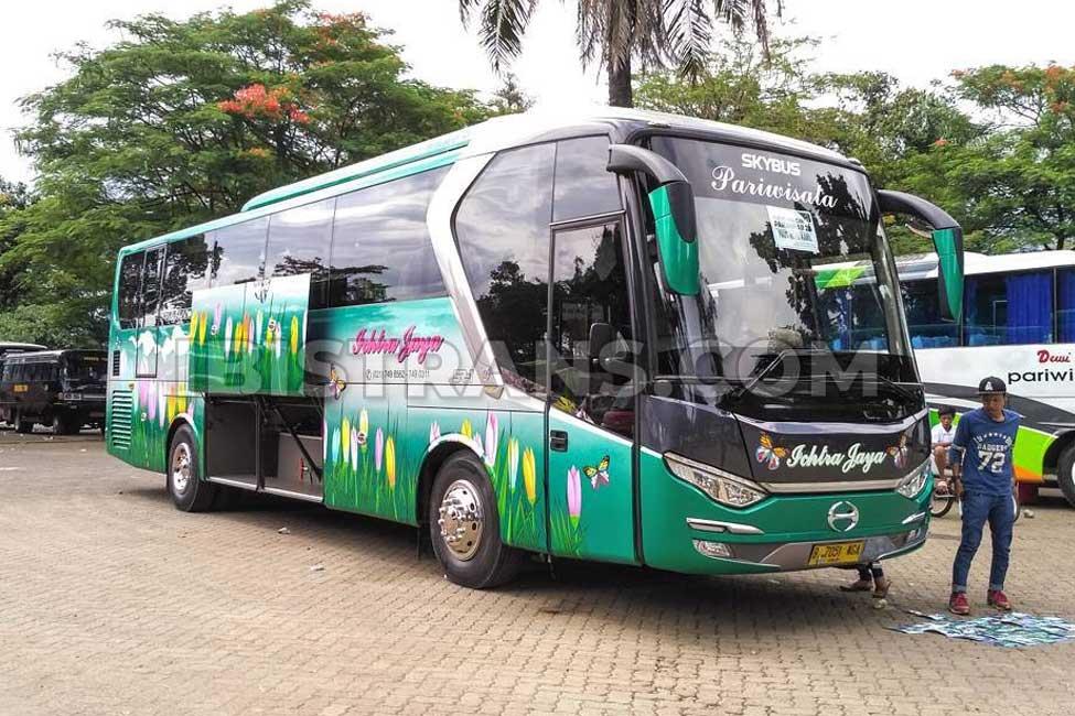 ibistrans.com gambar bus pariwisata Ichtra Jaya 59 Seat