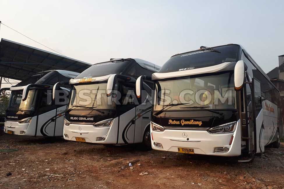 foto Bus pariwisata Rejeki Gemilang HDD 59 seat Laksana