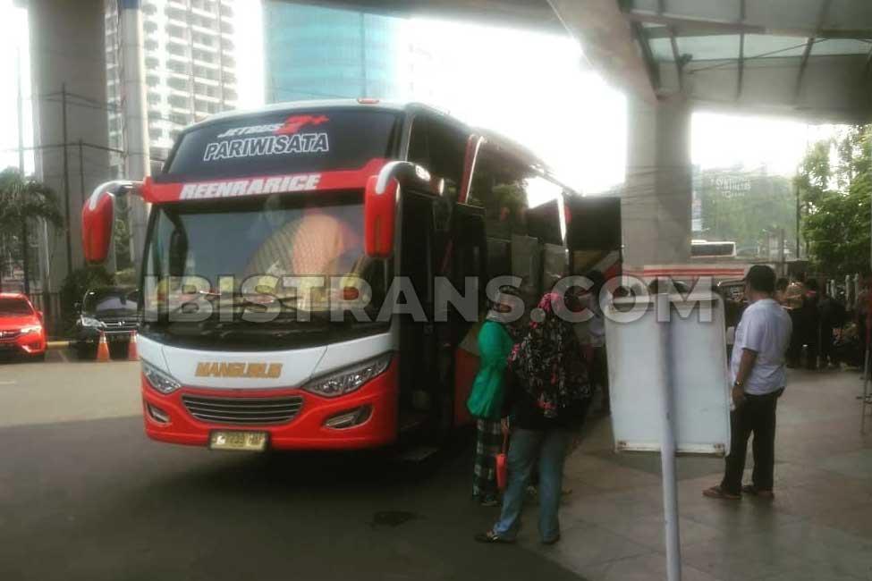 ibistrans.com gambar bus pariwisata Mangurus Trans