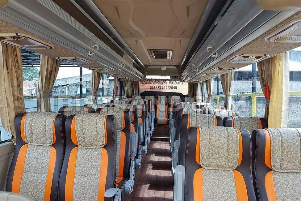 ibistrans.com interior bus pariwisata Rejeki Gemilang