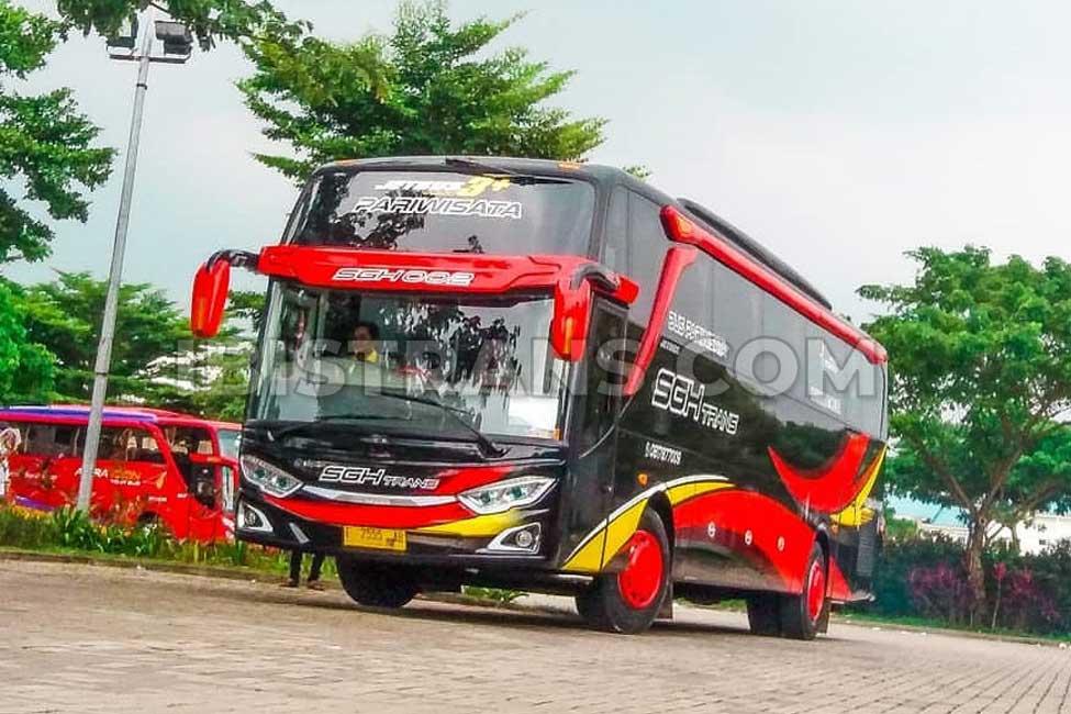 foto bus pariwisata SGH Trans 59 seat